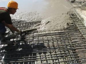 заливка бетонной смеси на металоконструкцию